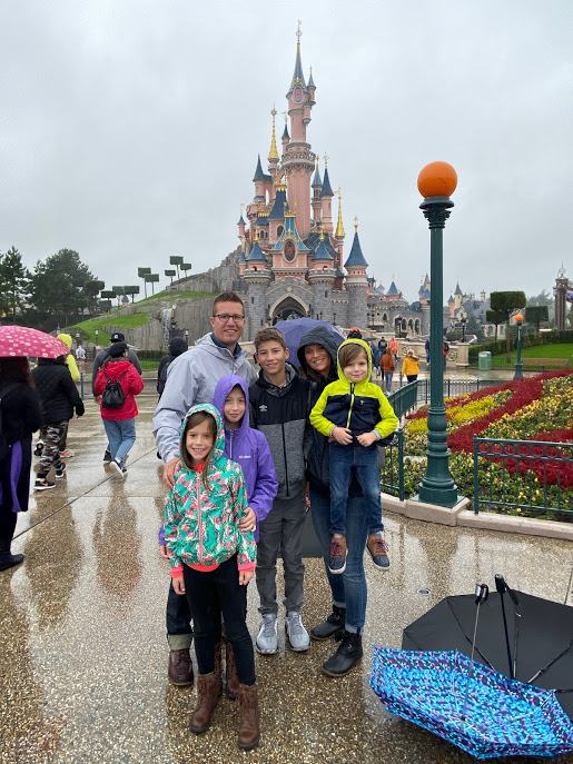 Family in front of Disnleyland Paris Castle
